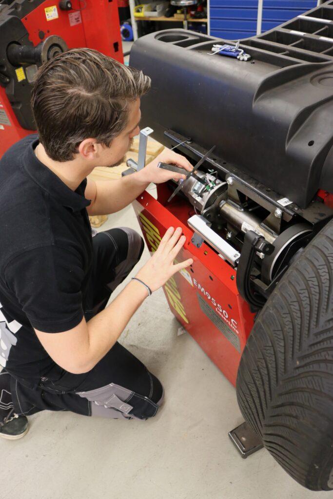 Abt-AG-Reparaturen-Auswuchtmaschinen-Lagerbockschäden
