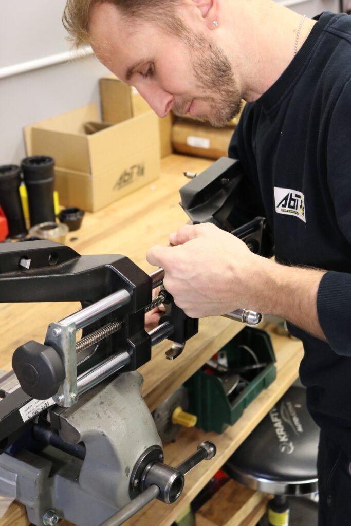 Abt-AG-Reparaturen-Felgenhalterungen-Messköpfen