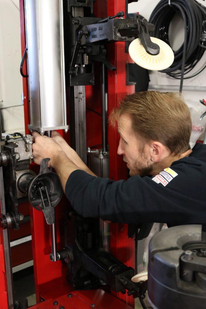 Abt-AG-Reparaturen-Service-Reifenmontiermaschinen